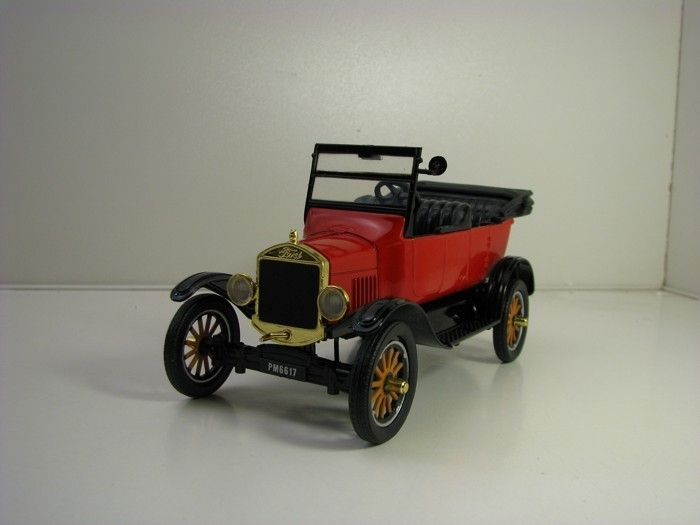 Ford Model T Touring 1925 Cabrio Red 1:24 Motor Max